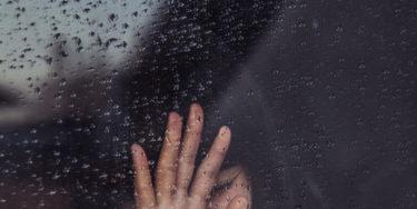 【負けるな!!】辛い失恋の中でポジティブになれる考え方3つ!